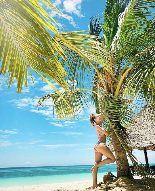 Denisa si užívá na dovolené na Zanzibaru.