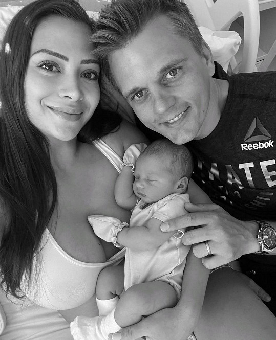 Timea Trajtelová s manželem a malým synkem
