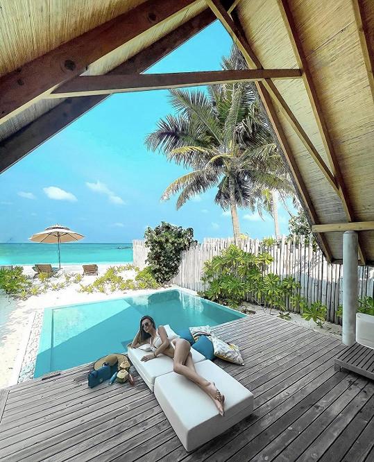 Taťána Makarenko si užívá na dovolené na Maledivách.