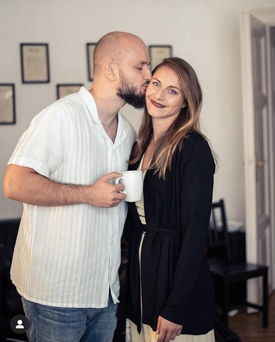 Muzikant se snoubenkou Eliškou