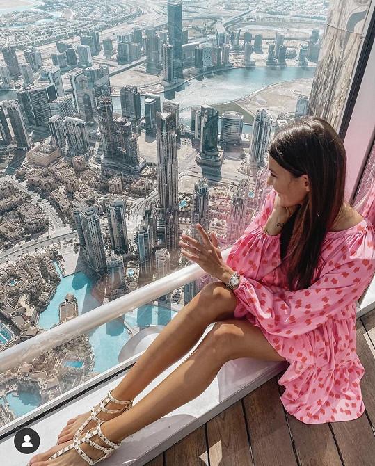 Nikol na vrcholu nejvyšší budovy světa Burdž Chalífy