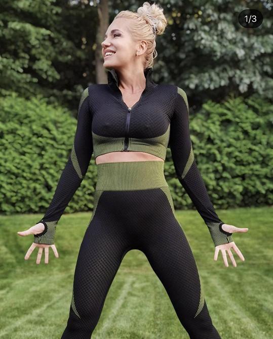 Dara předvedla své vnady v zatraceně sexy cvičebním outfitu.