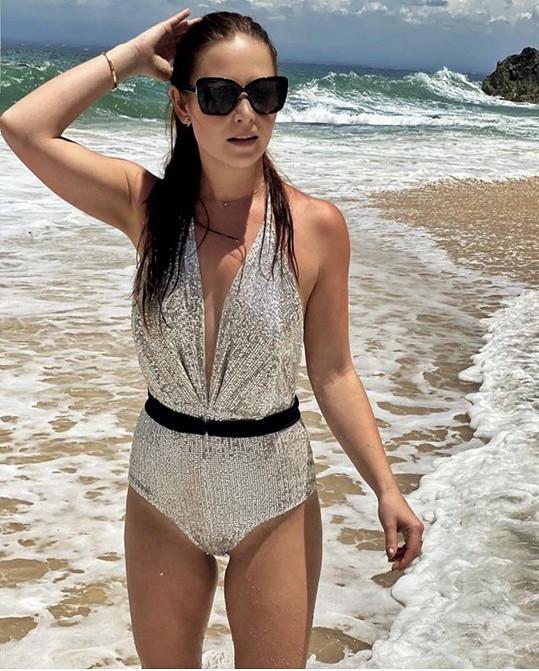 Nikol Ponerová se toho nebála a plavky předvedla tentokrát na sobě.