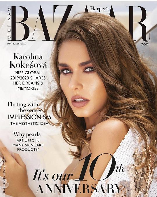 Karolína Kokešová nafotila titulní stranu módního časopisu.