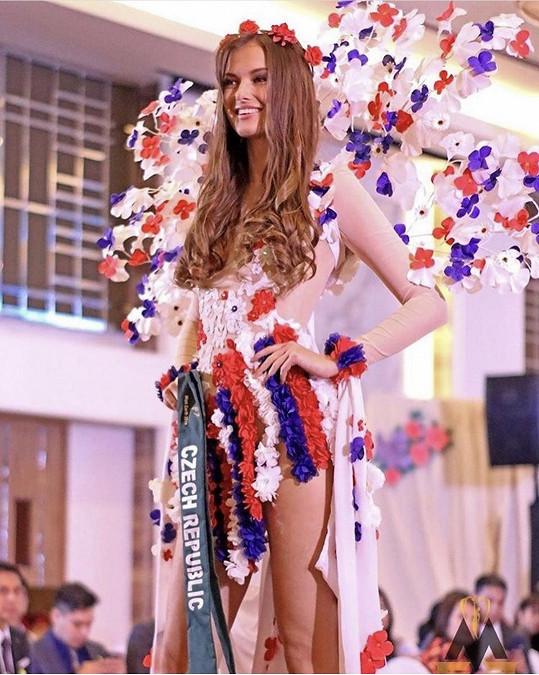 Národní kostým navrhla Nikol Švantnerová.