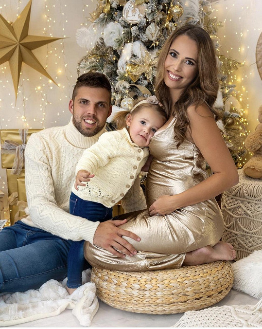 Jiří Veselý se s manželkou Denisou těší na druhé dítě.