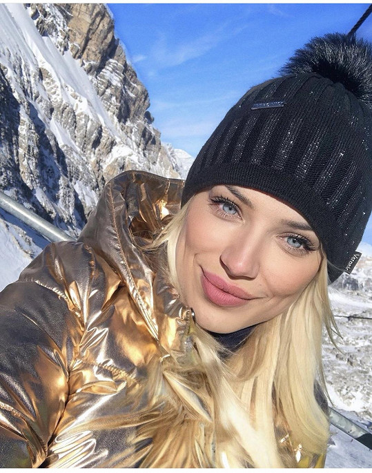 Eva Perkausová vyrazila na hory.