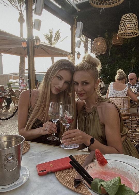 Karolína s maminkou Radkou