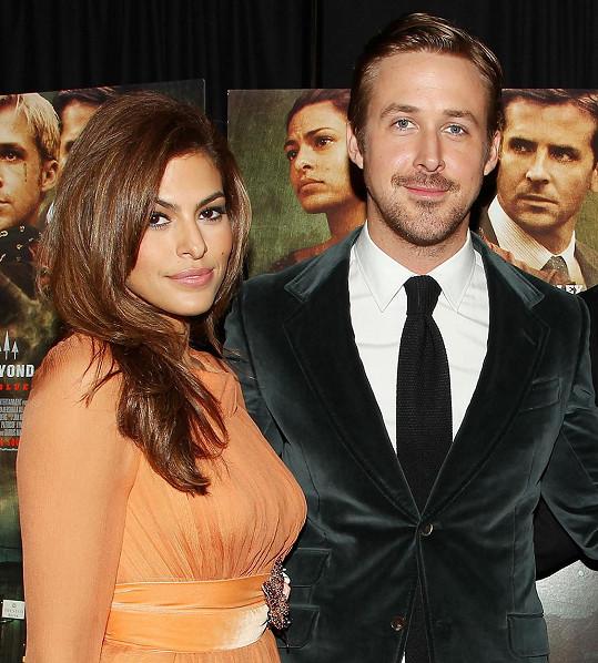Ryan Gosling a Eva Mendes nesdílí nic ze soukromého života, ani podoby dcer.