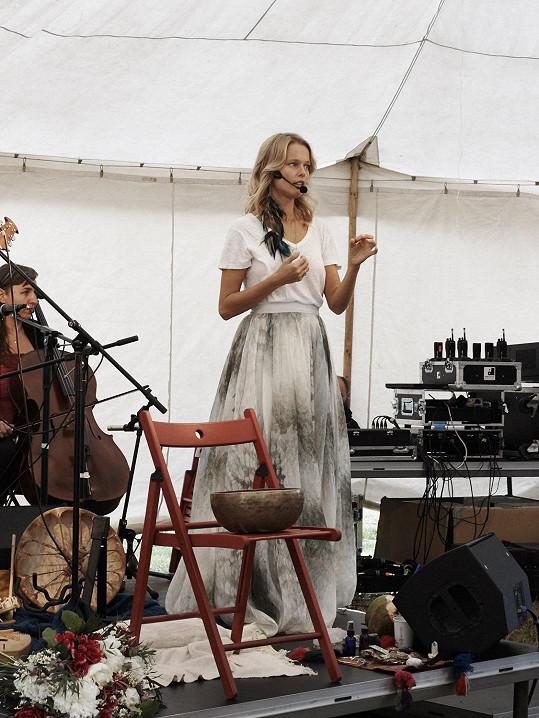 Helena žije v zahraničí, ale loni se zúčastnila třetího ročníku festivalu RawFest v Praze na Štvanici.
