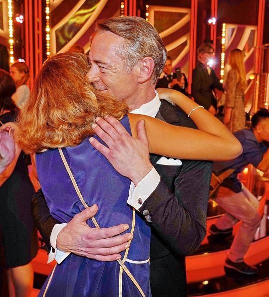 Z výkonu svého táty byla nadšená a hned po skončení se objali.
