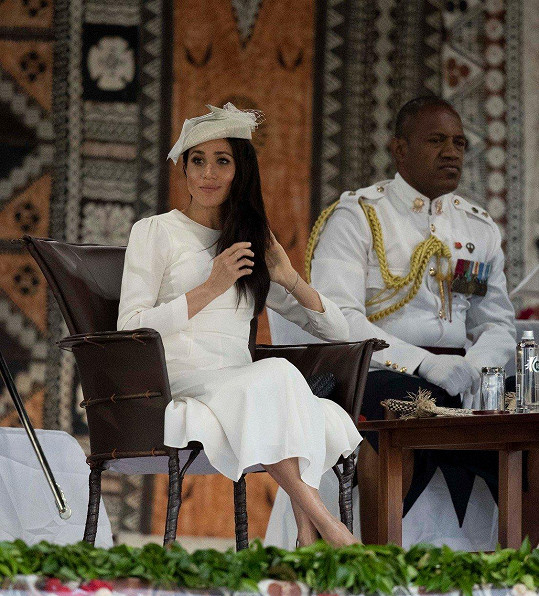 Meghan oblékla šaty australské značky Zimmerman.