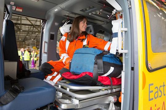 Tato sympatická lékařka se stala Williamovou kolegyní - létají spolu ve vrtulníku. Kate ze spojení s jejím mužem prý nebyla vůbec nadšená.