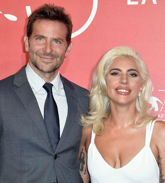Cooper sklízí úspěch za snímek Zrodila se hvězda s Lady Gaga.