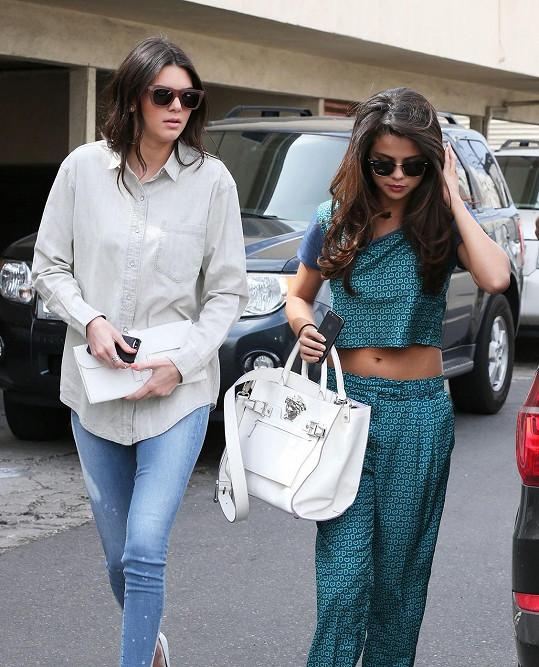 Kendall Jenner je se Selenou Gomez kamarádka.
