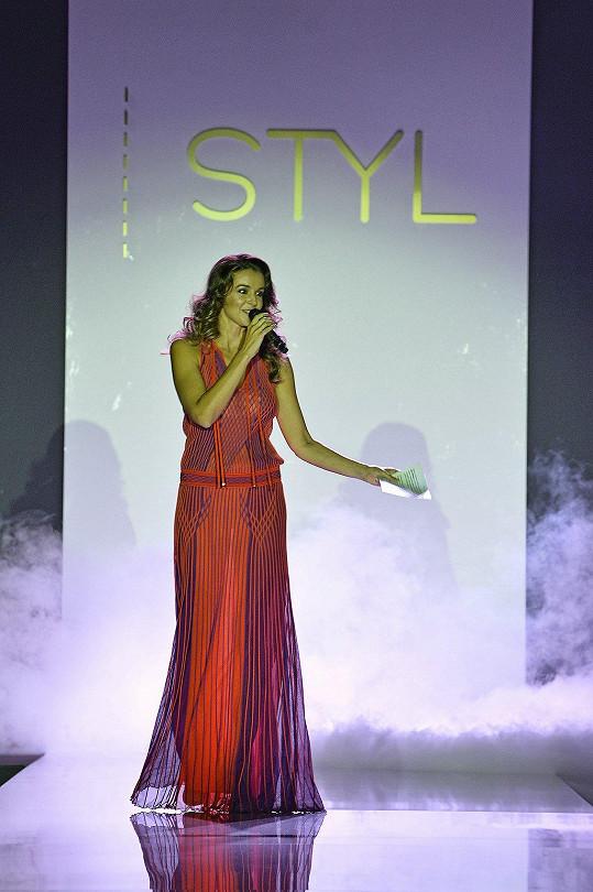 Iva už není jen moderátorkou a herečkou, ale prosazuje se i v hudbě.