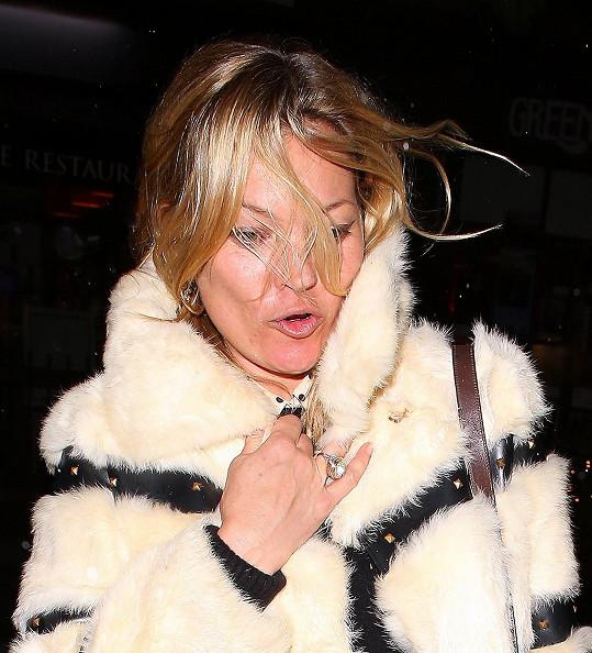 I na ikonicé Kate už se zub času a noci strávené po barech začínají projevovat.