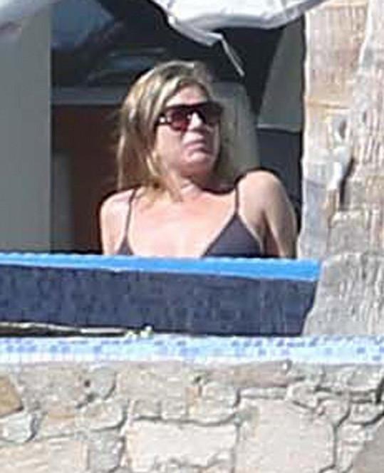 I Aniston dává přednost letním teplotám.