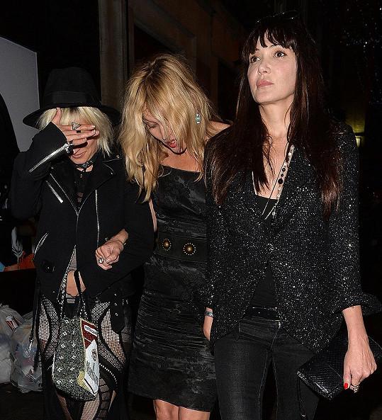 Vynechat párty nemohla hereččina dobrá kamarádka Kate Moss.