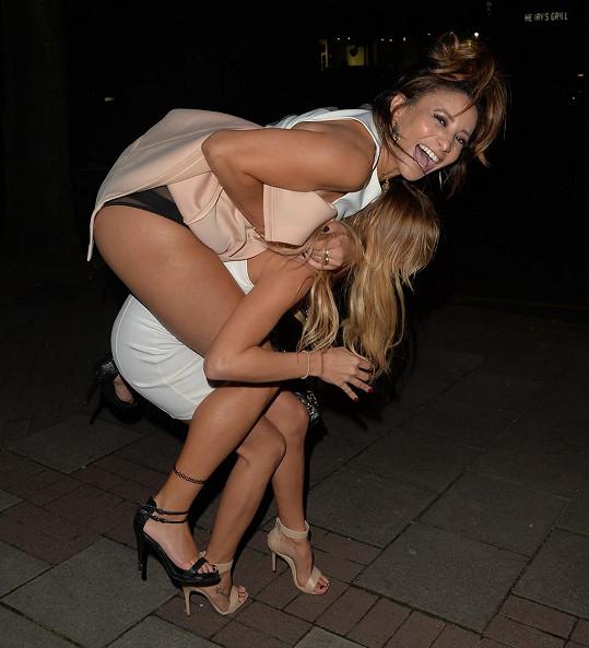 Kayleigh Morris a její kamarádka měly z baru dlouhou cestu domů.