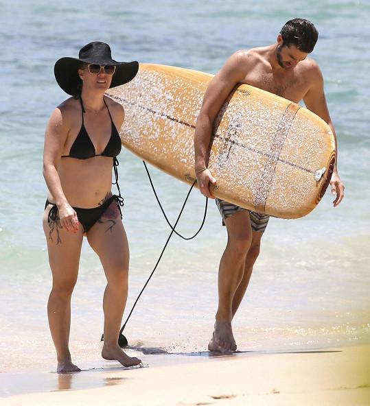 Novomanželé se před svatbou vypravili na Havaj.