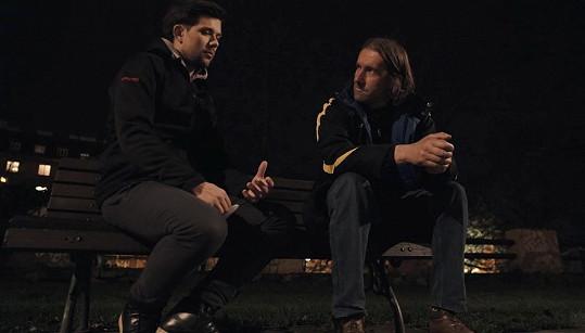 S jedním z bezdomovců natočil rozhovor.