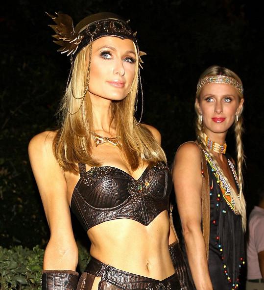 Na stejnou párty přišly také Paris a Nicky Hiltonovy.
