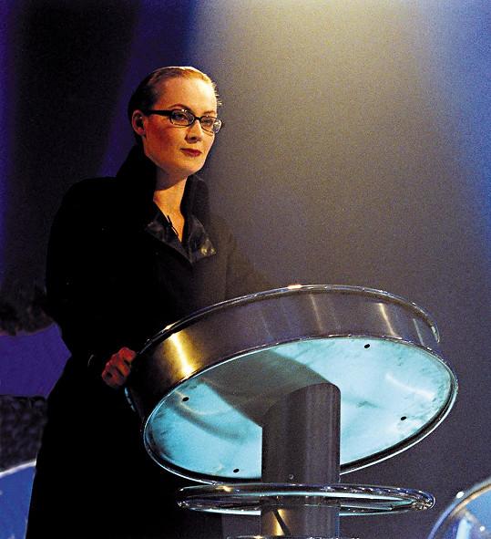 Zuzana Slavíková v roce 2002 při moderování pořadu Nejslabší, máte padáka!