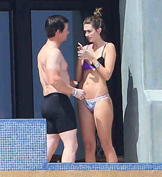 Mark Wahlberg má oči jen pro svou manželku.
