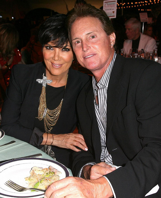 Manželé Kris a Bruce se právě rozvádí.