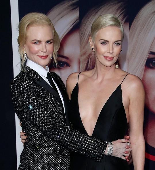 S Nicole Kidman jsou kamarádky. Věřili byste, že je Charlize o 8 let mladší?