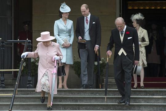Zahradní slavnost uspořádala královna Alžběta II..