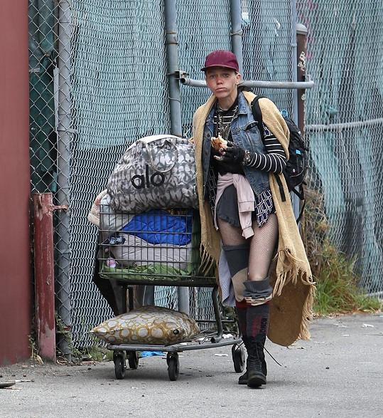 Loni Willison zachytili v ulicích LA.