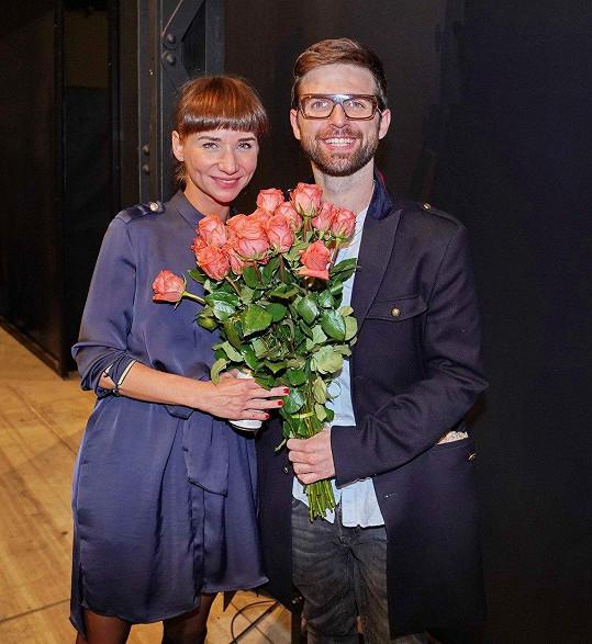 Režisér udělal herečce na premiéře v La Fabrice velkou radost.