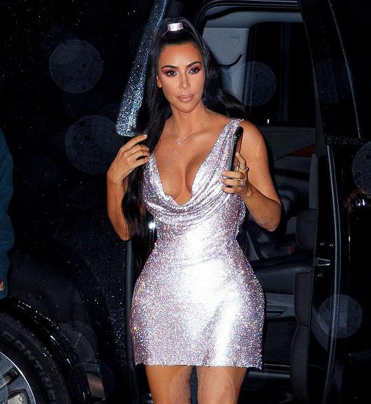 Kim zářila na dálku a nešlo ji přehlédnout.