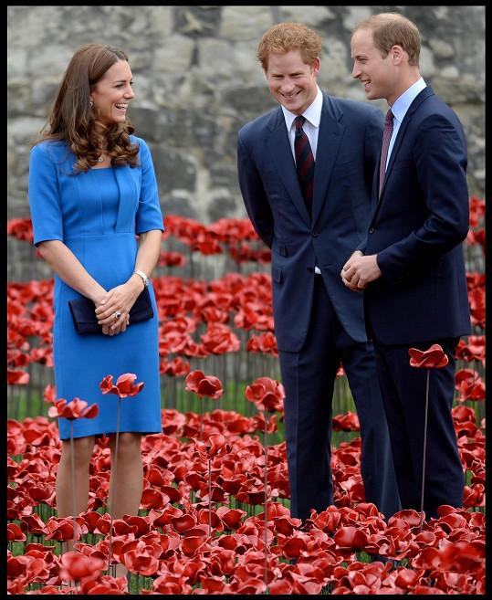 Princ Harry si utahuje z bratra a těší se, jak mu dá druhý potomek zabrat.