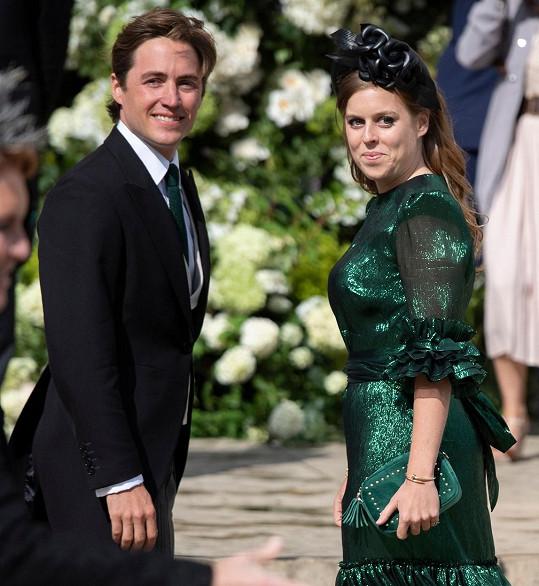 V červenci se vdala i britská princezna Beatrice. I ona měla kvůli pandemii koronaviru smůlu a musela svatbu s Edoardem Mapellim odkládat. Nakonec se vzali během intimního obřadu ve Windsoru a přítomno bylo jen okolo 20 nejbližších.