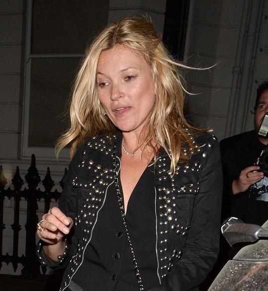 Kate Moss už zase vyváděla.