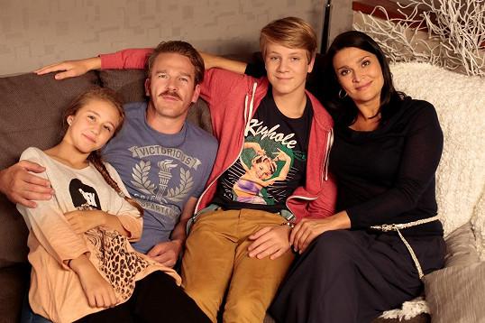 Agáta se svou seriálovou rodinou