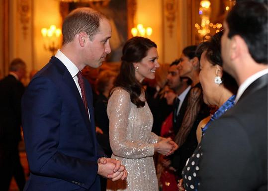 Britská královská rodina uvítala v Buckinghamském paláci indické diplomaty, politiky, herce, muzikanty i sportovce.
