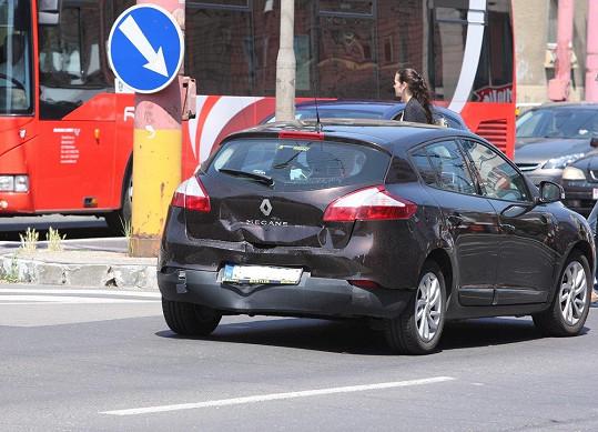 Vůz, do kterého zpěvák narazil.