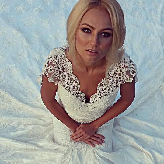 Tereza Fajksová by byla krásná nevěsta.