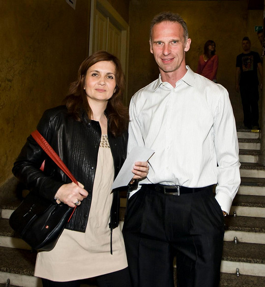 S exmanželkou Alenou má Hašek dvě dospělé děti.