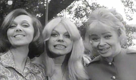 Jiřina Jirásková, Iva Janžurová a Jiřina Bohdalová ve filmu Světáci (1969)