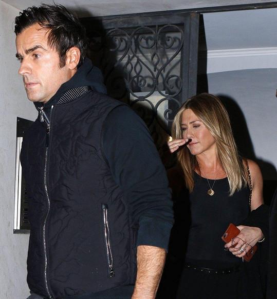 Manželé Justin Theroux (46) a Jennifer Aniston (49) oznámili už v polovině února, že jdou od sebe.
