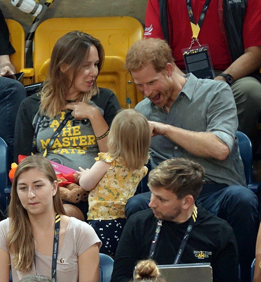 Harry to s dětmi opravdu umí.