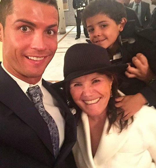 Ronaldo se synem Cristianem jr. a maminkou Mariou