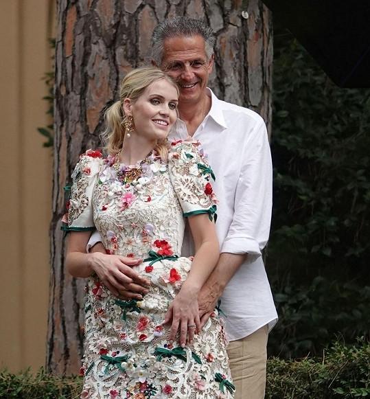 Lady Kitty Spencer a Michael Lewis během novomanželského focení na italském venkově
