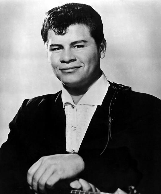 Ritchie Valens měl na kontě megahit La Bamba a jeho hvězda stoupala. V době havárie letadla mu bylo 17 let.