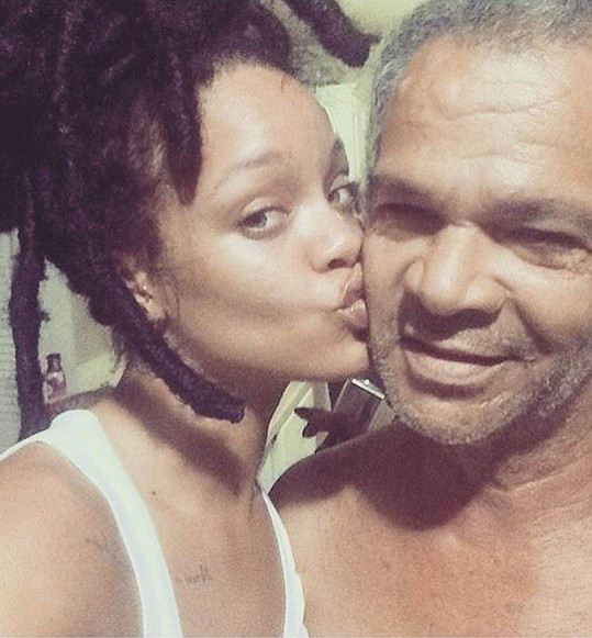 Rihanna to s otcem Ronaldem neměla jednoduché.